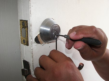Amazing Reasons To Hire A Locksmith For Your Needs Today!